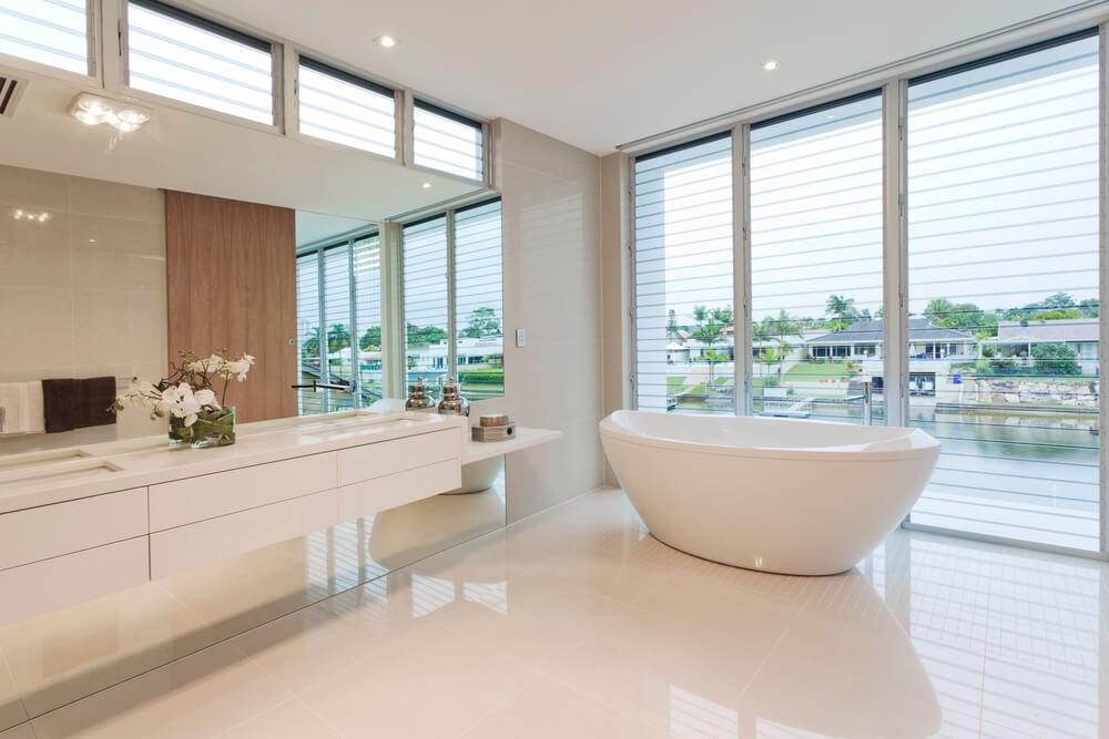 tendenciasdecoreseestilosdedesignersfamosos-tendencias-de-cores-e-estilos-de-designers-famosos-banheiro-toalete-banheirocomvista-banheiro-com-vista-banheirobranco-banheiro-branco-banheirocombanheira-banheiro-com-banheira