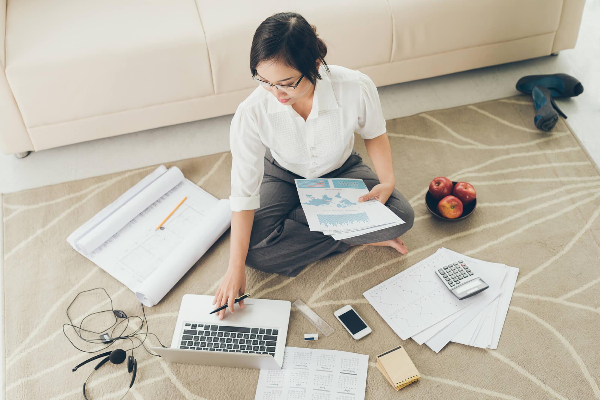 Planejamentofinanceiroparadesignersdeinteriores-planejamento-financeiro-para-designers-de-interiores-mulhertrabalhando-mulher-trabalhando-planejamentodeempresa-planejamento-de-empresa